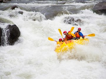 An above-average snowpack acrossthe western U.S. means paddlers can expectan epic 2017 whitewater rafting season